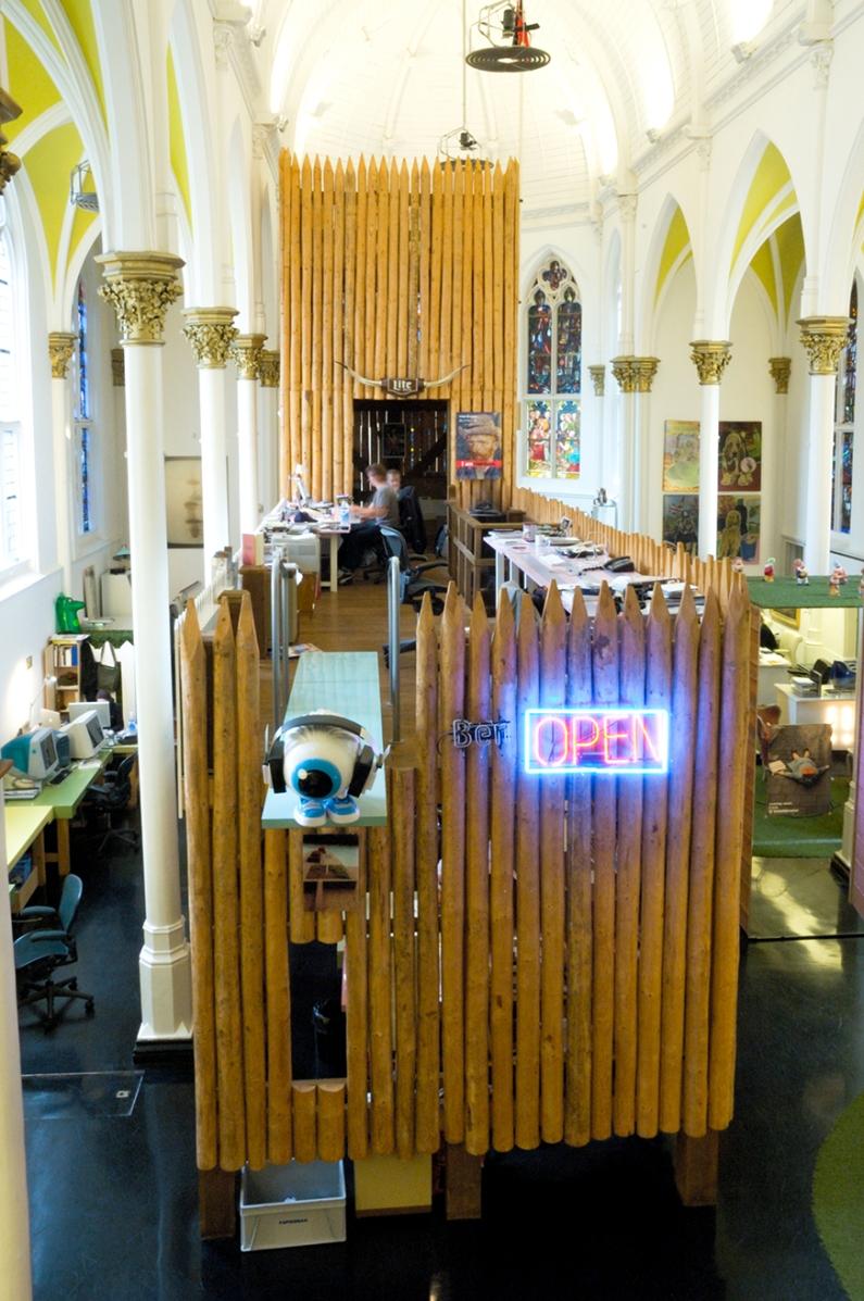 ケッセルスクラーマーのオフィスは、元教会