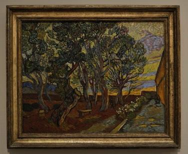 「サン・ポール精神病院の庭」1889年作 アムステルダムのファン・ゴッホ美術館所蔵。 1年あまり療養していた、サン・レミの精神病院の庭。この精神病院では、現在でも患者に積極的に創作をさせる「アート・セラピー」が行われていた。