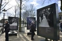 1941年、ヨーナス・ダニエル・メイヤー広場でのユダヤ人検挙の様子が写る写真